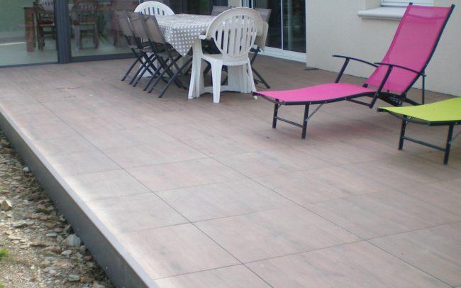 construire une terrasse en dalles sur plots