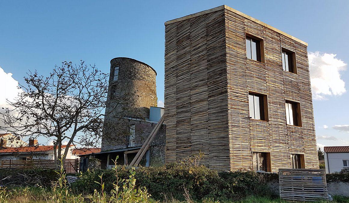isolation-exterieure-bardage-en-ganivelles-sur-un-moulin