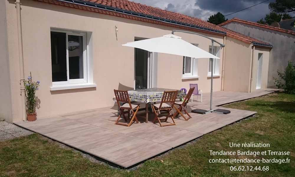 Terrasse dalles sur plots en pays de la loire 44 85 49 for Pose dalles sur plots